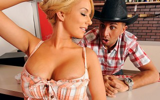 Mariah is a big time country dancer. She notices Keiran and she thinks he looks like a good fuck. Mariah struts her stuff in the dance floor. Mariah\'s stunning body calls to Keiran. He can\'t resist the urge to go dance with her. With all the bumping and