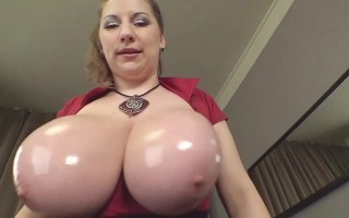 Samanta squeeze and oiled her tits for you