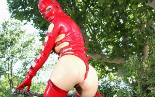 Latex Lucy Gives A Snatch Show With A Silver Bullet Vibrator