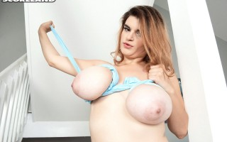 Jenni Noble's big ol' saggy boobs