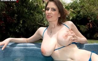 Lillian Faye Hot tub big tits solo