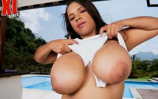 Curvy Latina Isa Gomez huge tits at the pool