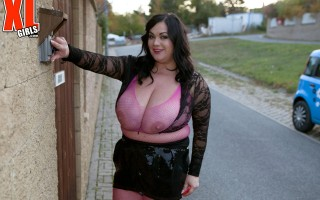 Slutty BBW Nila Mason on a hot date