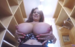Bustylicious babe Rachel Aldana shows you around inside her closet