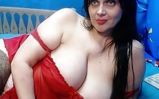 Great Body with big boobs on cam 2