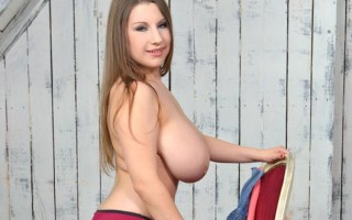 Big Natural Boobs Newcomer's Titty Play Solo Debut