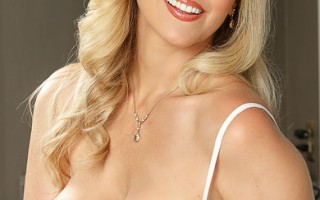 Julia Ann really appreciates her grocery delivery man. He's always spot on and never forgets a thing. In order to thank him, Julia decides to give him a special tip by sticking his tip in her mouth. She has him bang her all over the kitchen counter. This