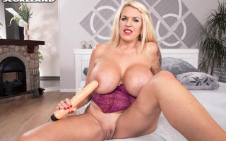 Mega busty MILF Shannon Blue plays with huge dildo