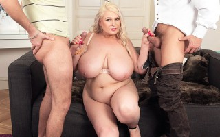 Chubby blonde Samantha Sanders craves 2 cocks in her