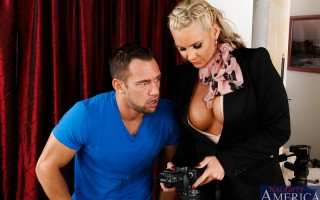 Johnny is a brand new photographer doing a photo shoot for Phoenix's new job as a realtor. Johnny is having a few problems with the shots being blown out, luckily Phoenix was a photography before she got into real estate and has no problem showing Jo