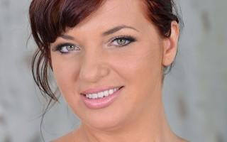 Joanna Bliss Sucks & Squeezes Her Amazing Romanian 36H Rack